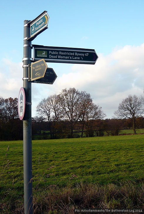 Fingerpost pointing to Dead Woman's Lane